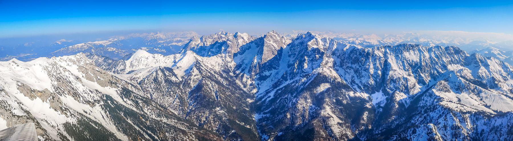 Weiße Berge im fruehling